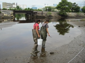 Christina and Savannah collect sediment from the Elizabeth River in Virginia. PC: Ranee Shenoi